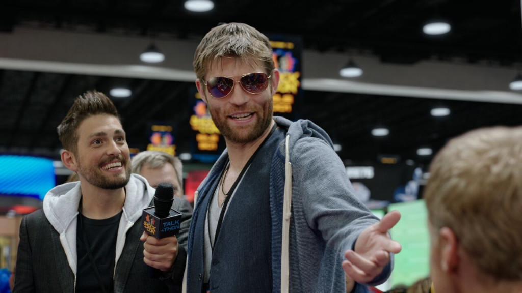 "Girth Hemsworth (Liam McIntyre) being interviewed on ""Con Man"" season 2. (Comic-Con HQ)"