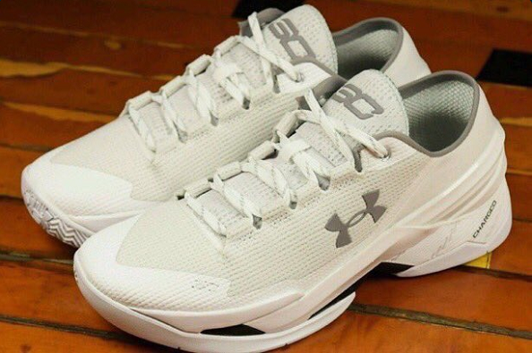 low priced ebfb8 12805 Twitter roasted the newest colorway of Steph Curry s signature Under Armour  shoe