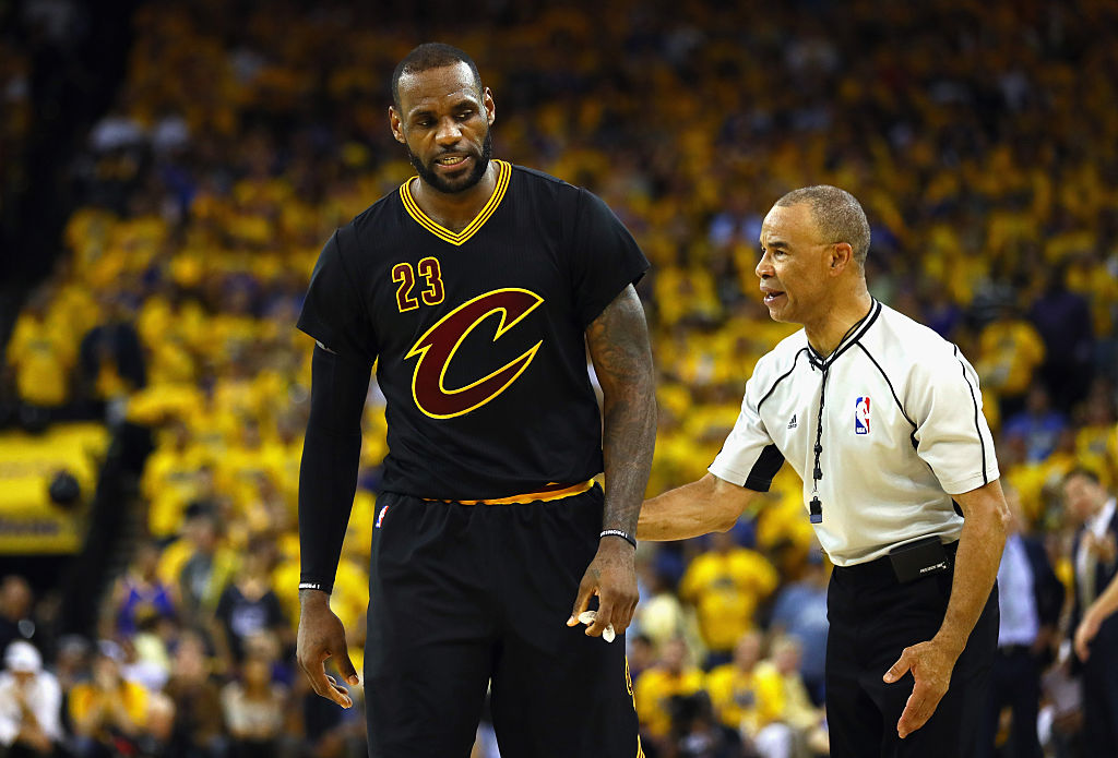 detailed look 5c214 39d98 Nike plans on ending the scourge of sleeved jerseys in the NBA