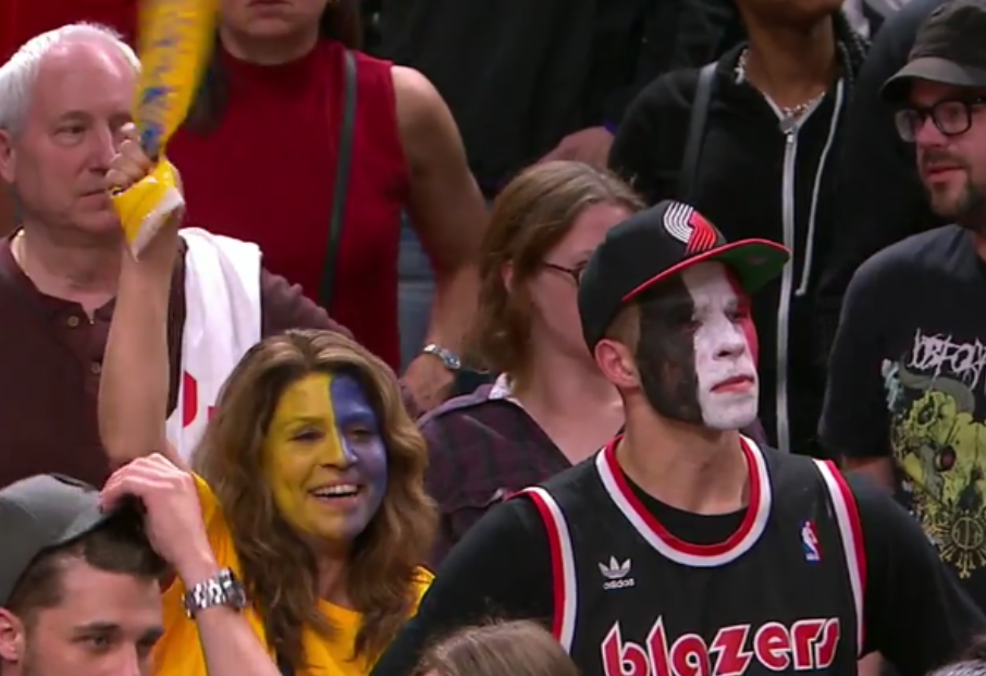 Sad Blazers Face Paint Fan And Happy Warriors Face Paint Fan Tell You The Story Of Game Three