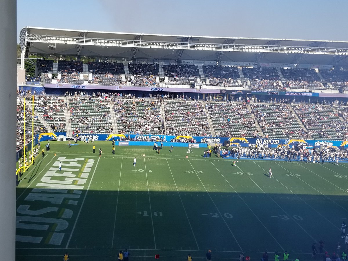 The Chargers Preseason Attendance Suggests They Re Struggling To Find Fans In L A